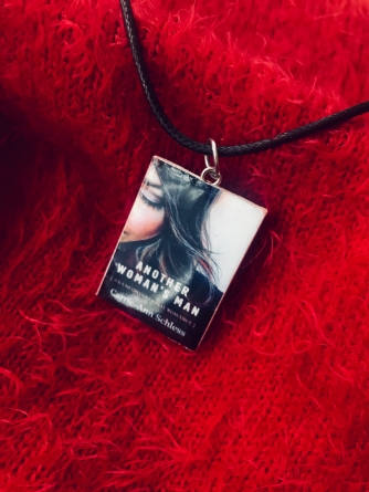 Front Book Knecklace